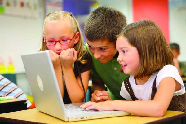 تصویر از چگونه به کودکان کامپیوتر را اصولی آموزش دهیم؟ (۵ گام)