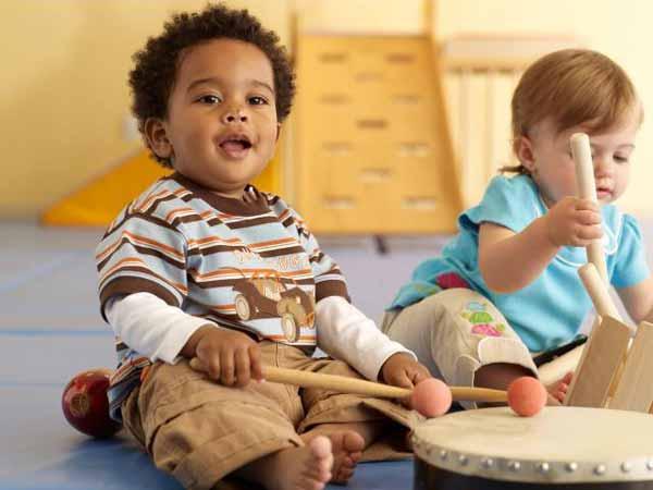 تصویر از کودکان خود را به آموزشگاه و کلاس موسیقی نفرستید! (حتما بخوانید)