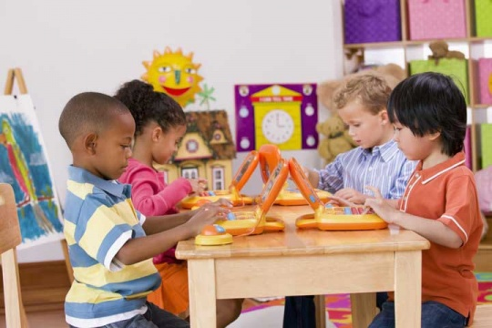 کودکان پیش دبستانی در کلاس آموزشی2