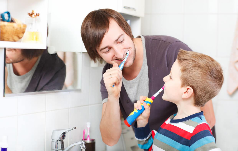 تصویر از ۴ روش مسواک زدن کودکان (همراه با ۴ فیلم)