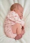 نوزاد دختر تازه متولد شده ۱۲