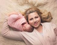 نوزاد دختر تازه متولد شده ۳۰
