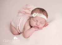 نوزاد دختر تازه متولد شده ۳۵