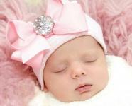نوزاد دختر تازه متولد شده ۳۷
