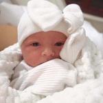 نوزاد دختر تازه متولد شده ۴۳