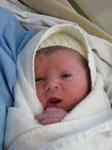 نوزاد پسر تازه متولد شده ۳۲