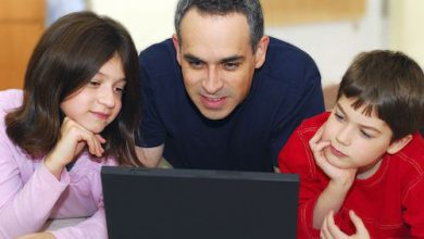 dad-teaching-kids-internet-safety-itport-04