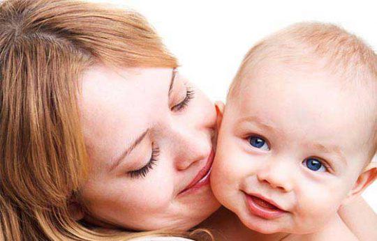 بوسیدن-نوزاد۱۳