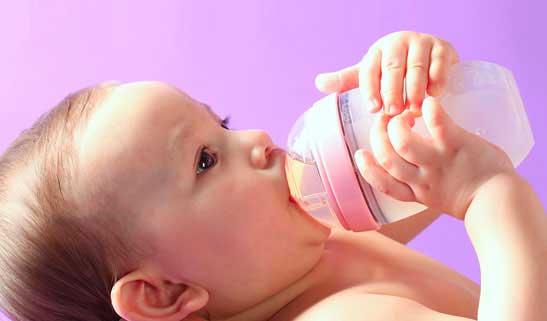 شیشه-خوردن-نوزاد