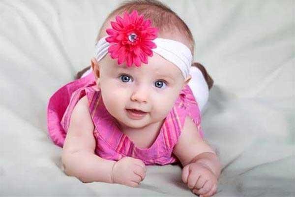 نوزاد-۴-ماهه