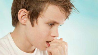 تصویر از علت ناخن خوردن کودکان، عوارض آن و بهترین روشهای درمان