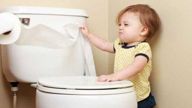 کودک در توالت