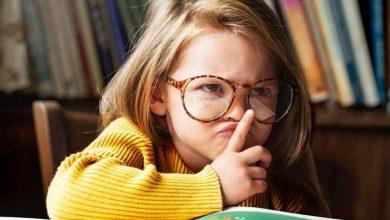 کودک در حال خواندن
